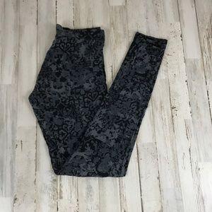 Cuddl Duds Leggings Gray Floral Softwear Stretch
